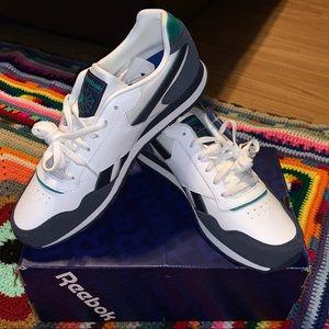 Reebok Classic Sneakers *New In Box* 🤩🤩🤩